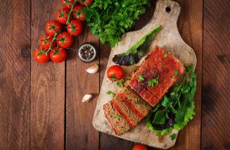 Pieczeń przygotowana z mięsa samodzielnie zmielonego w maszynce do mięsa
