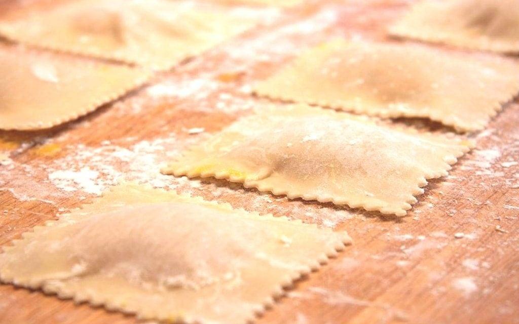 Jak i ile gotować makaron ravioli